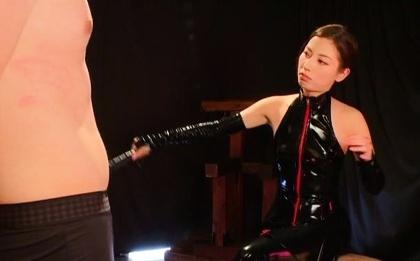 Dominating Japanese milf Miyuki Yokoyama in a foursome CFNM