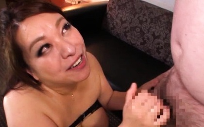 Kano Kimiko lets out sweet moans at a toy insertion